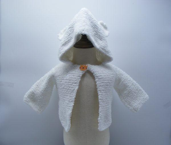 Veste blanche avec une capuche avec des oreilles