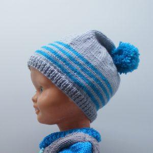 Bonnet bleu à pompon