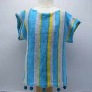 T-shirt à rayures bleues et jaunes